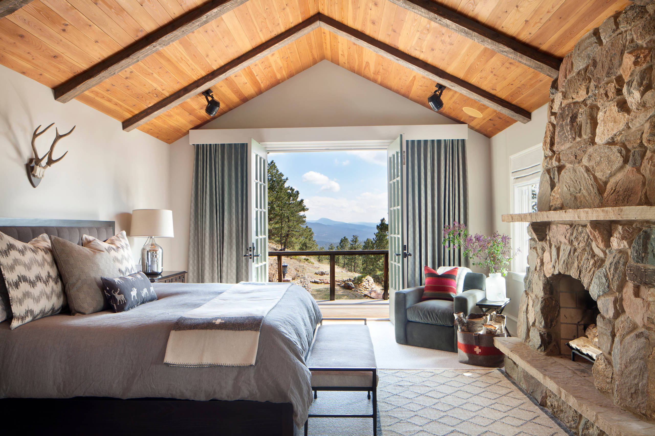 15-wicked-rustic-bedroom-designs-that-will-make-you-want-them-13