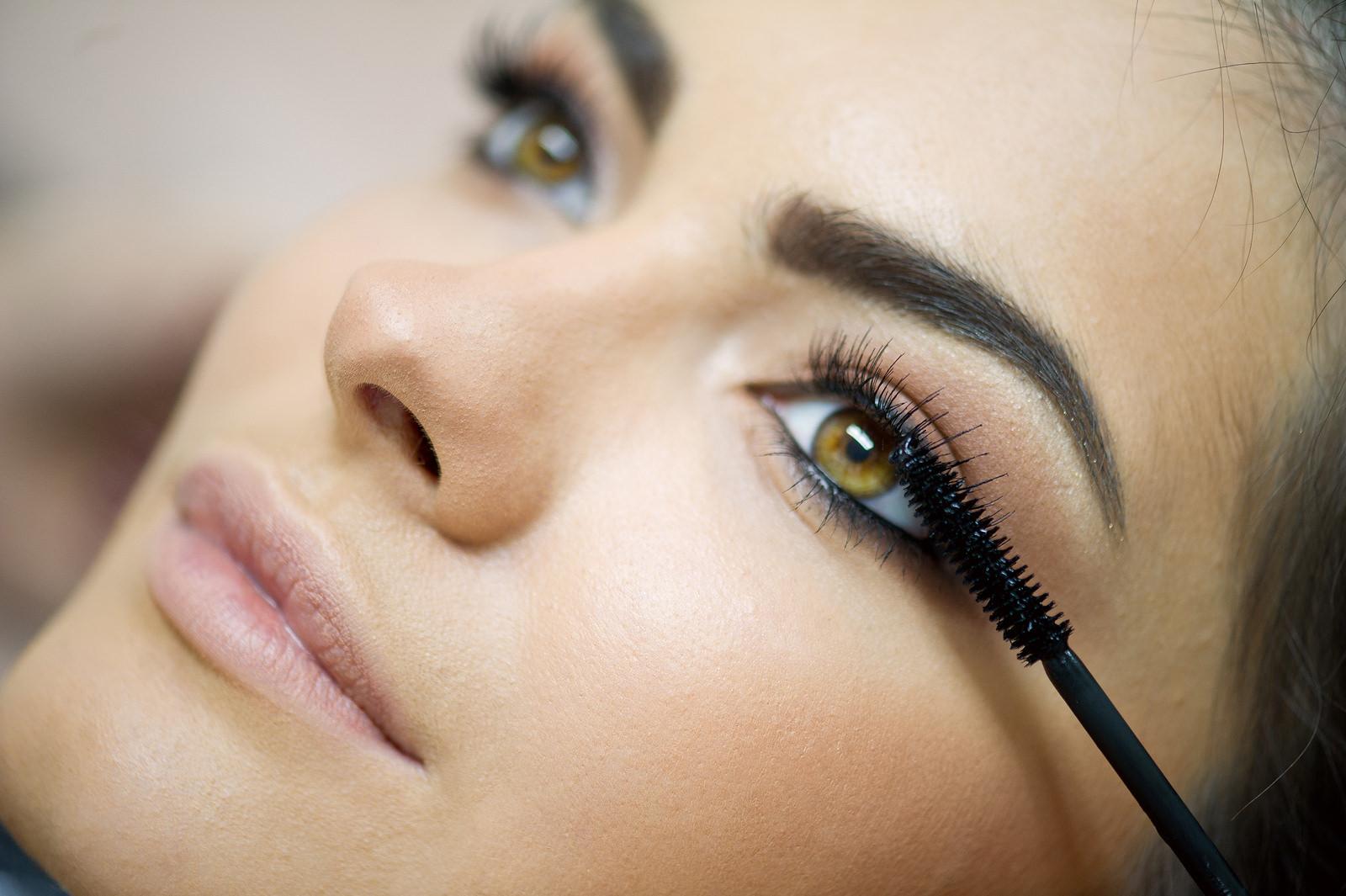 mascara-application