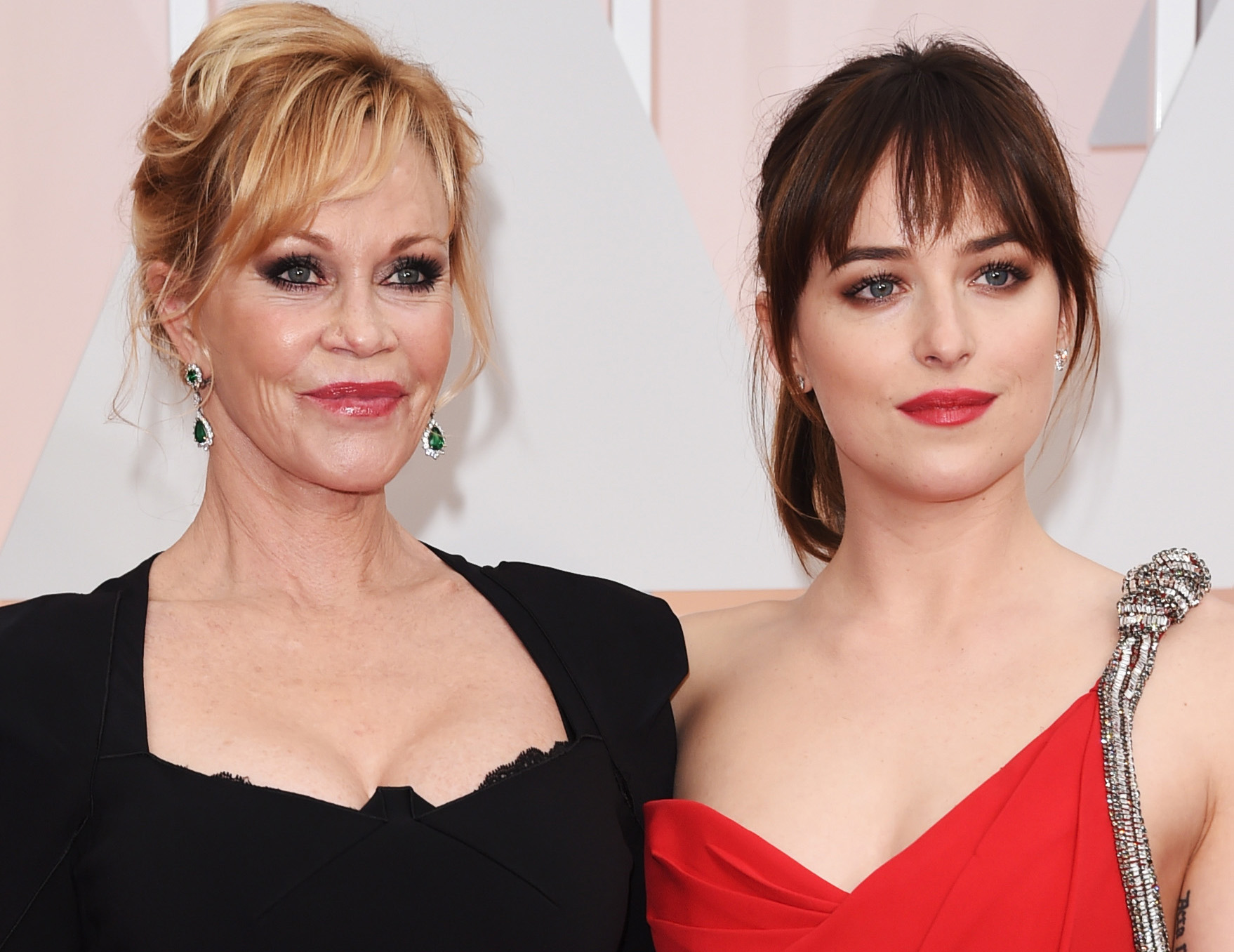 HOLLYWOOD, CA - FEBRUARY 22: Actresses Melanie Griffith (L) and Dakota Johnson attend the 87th Annual Academy Awards at Hollywood & Highland Center on February 22, 2015 in Hollywood, California. (Photo by Jason Merritt/Getty Images)