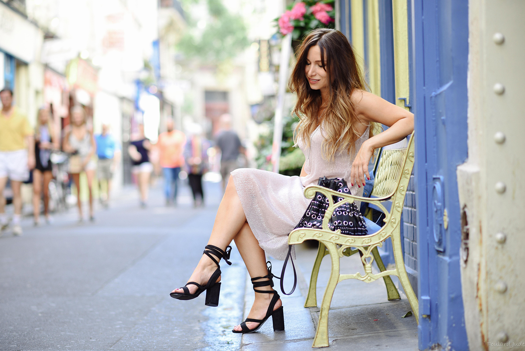 chic-and-romantic-outfit-in-paris
