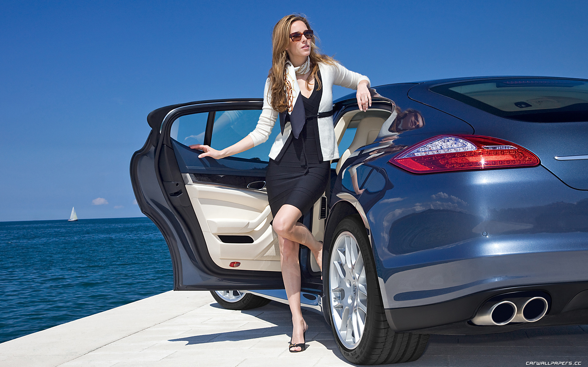 woman-with-car-wallpaper-8