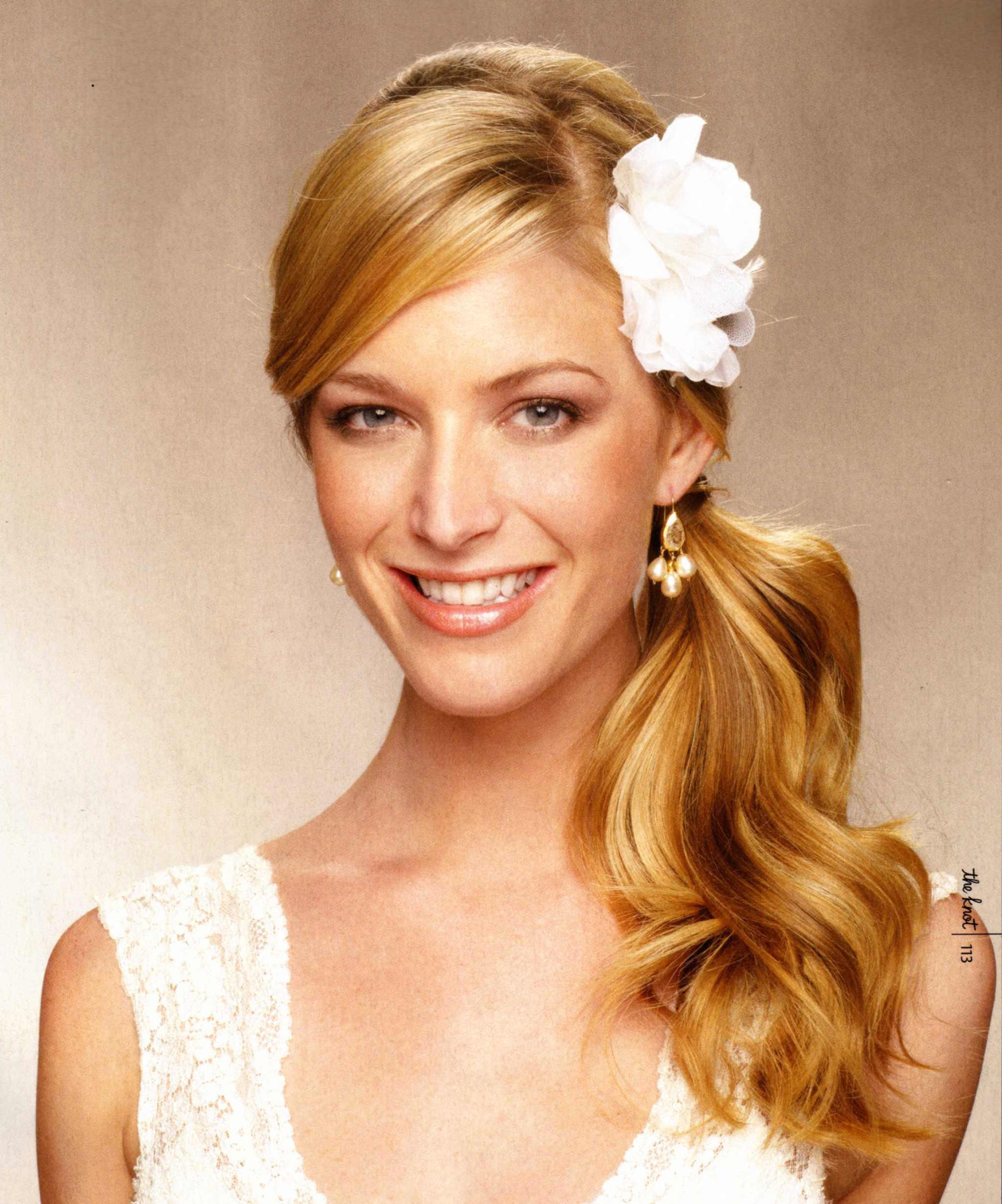 summer-wedding-beauty-sideswept-ponytail (1)