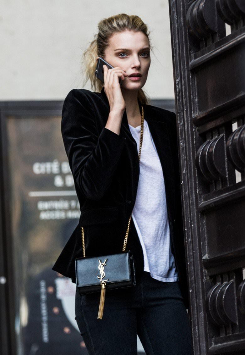 Ένα μαύρο σακάκι δεν πρέπει να λείπει απ  τη ντουλάπα σου. Μπορείς να το  φορέσεις τις μέρες που δεν κάνει πολύ κρύο και να το συνδυάσεις σχεδόν με  όλα. 4e7e807998d