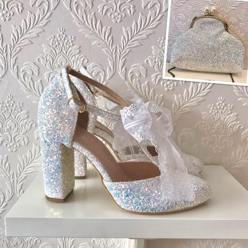 fbf52bc802 Αχ αυτά τα νυφικά παπούτσια. in Fashion 14 Μαΐου 2018.  31117999 1685111191524533 6319729503421595648 n