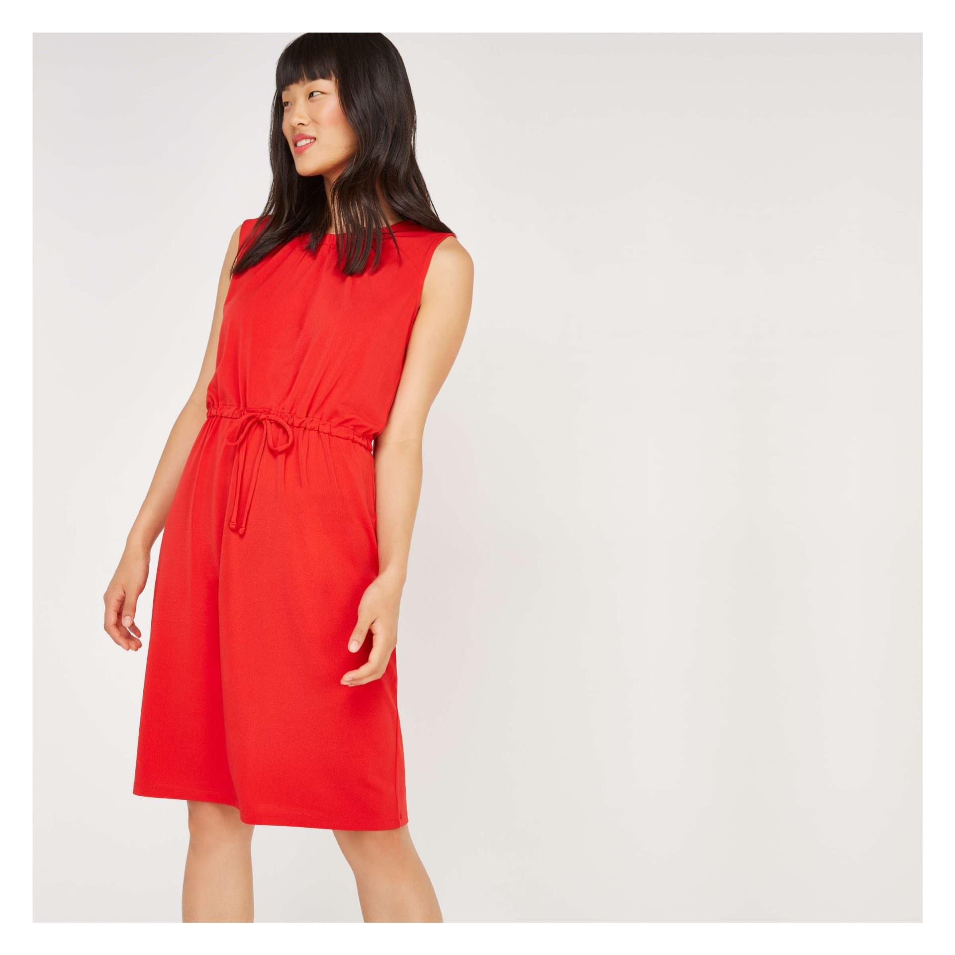 448b0ef6383 Αυτό το φόρεμα που δένει στη μέση είναι ιδανικό αν έχεις καμπύλες και  περιφέρεια! Μπορείς να το συνδυάσεις με ankle boots που είναι και στη μόδα.