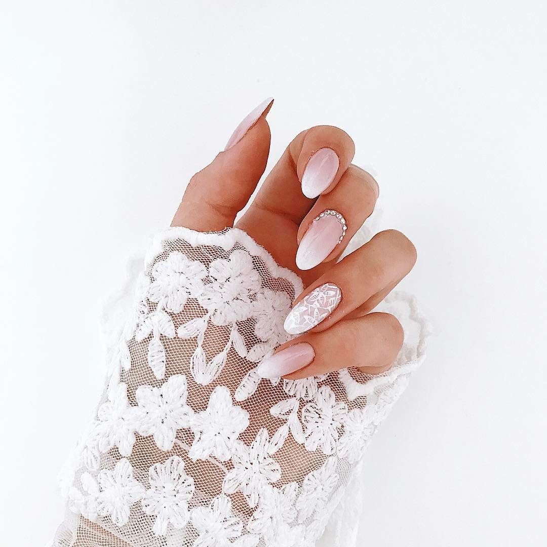 wedding-nails-naked-ombre-white-nails-with-lace-accent-BVRi09Aj0do