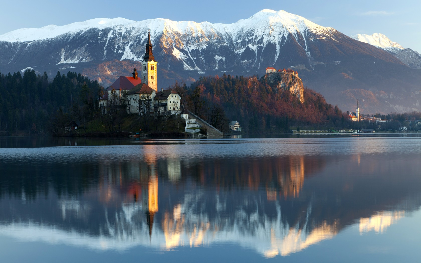2-lake-bled-slovenia-famous-image-of-church-in-lake-snowy-peaks-behind-1132-197-1680x1050