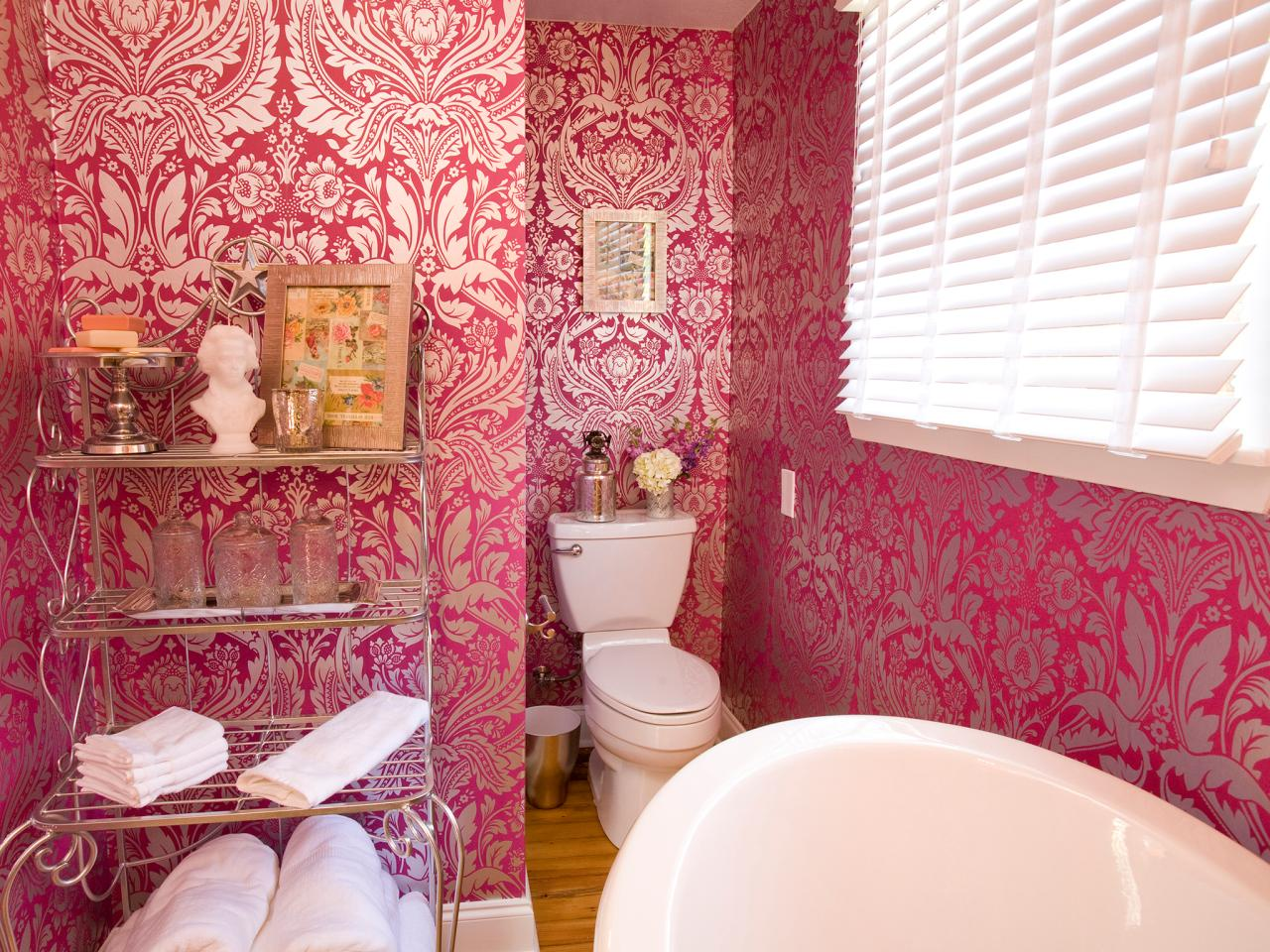 hpbrs408h_pink-wallpaper-bathroom-french_4x3-jpg-rend-hgtvcom-1280-960