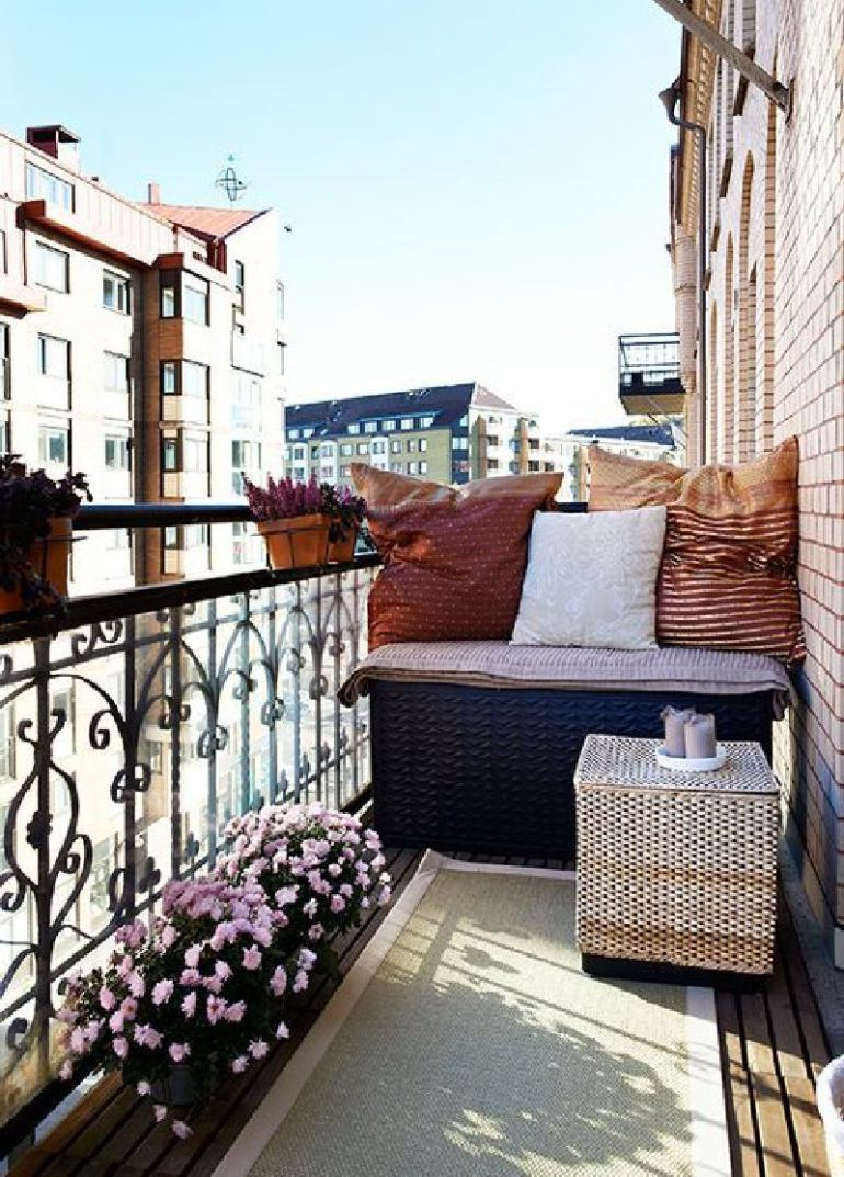 53-Mindblowingly-Beautiful-Balcony-Decorating-Ideas-to-Start-Right-Away-homesthetics.net-decor-ideas-16
