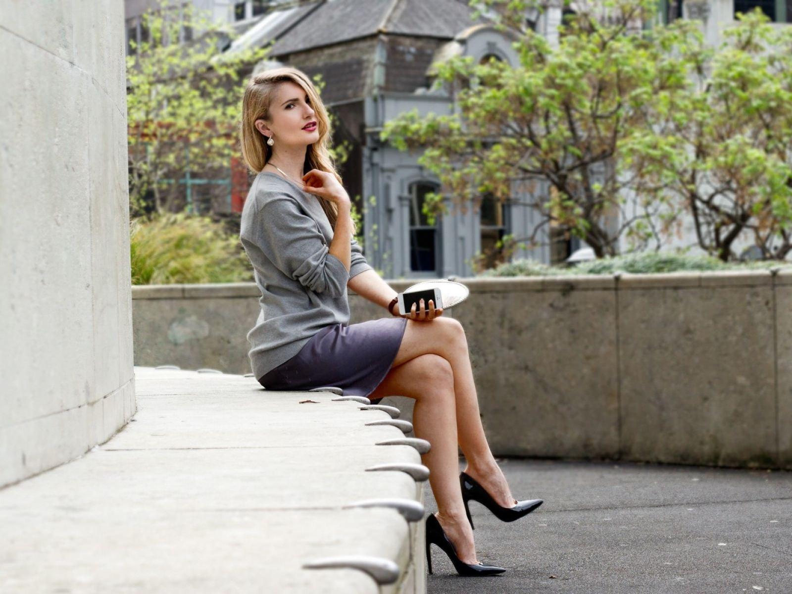 Women-in-high-heels-using