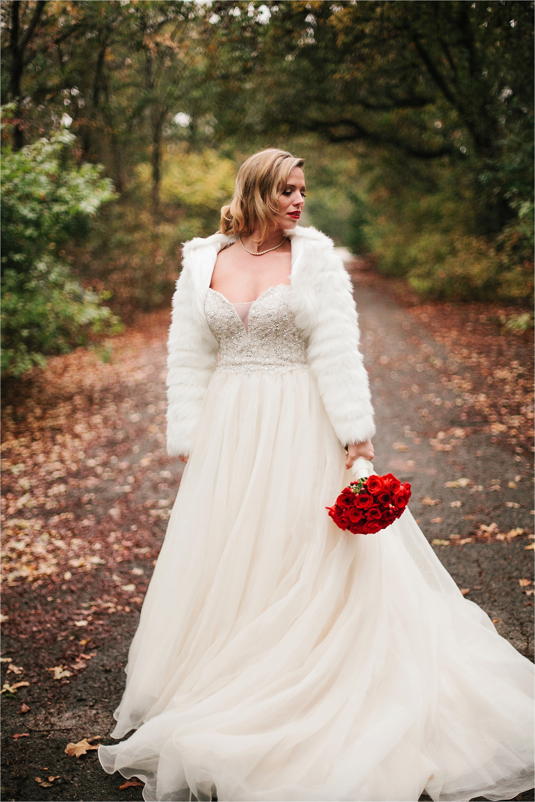 a-vintage-bridal-session-with-red-accents-in-Grapevine-TX-_-by-North-Texas-Wedding-Photographer-Rachel-Meagan-Photography-_-13