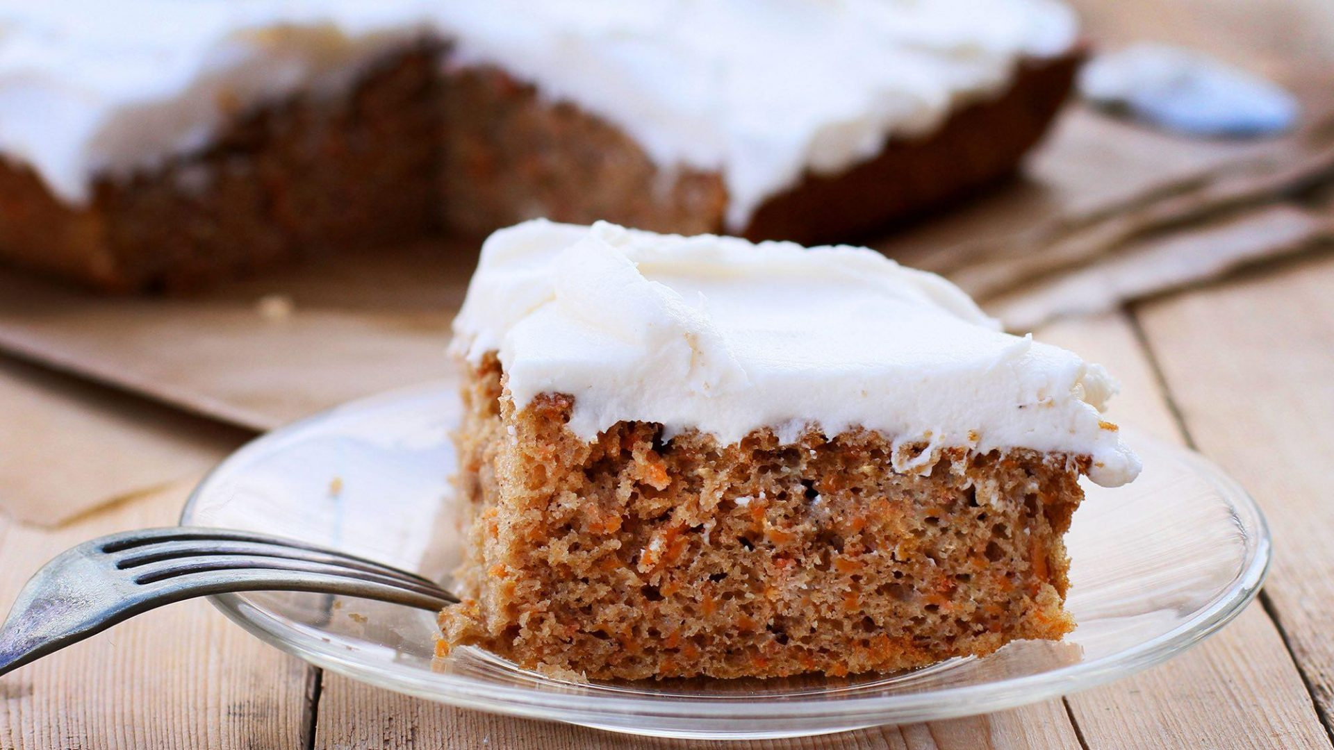 carrot-cake-with-vanilla-cream-cheese-frosting