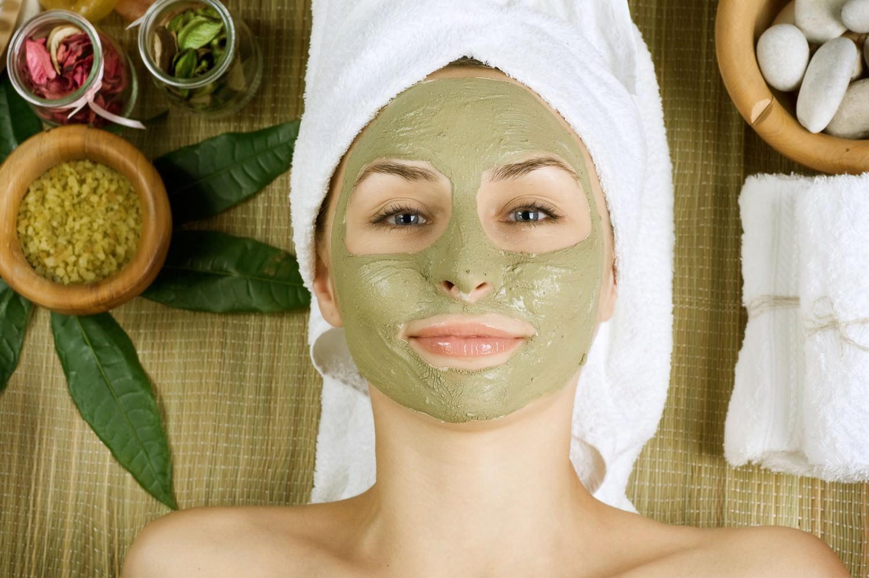 bigstock-spa-facial-mud-mask-dayspa-12578240-1500x998