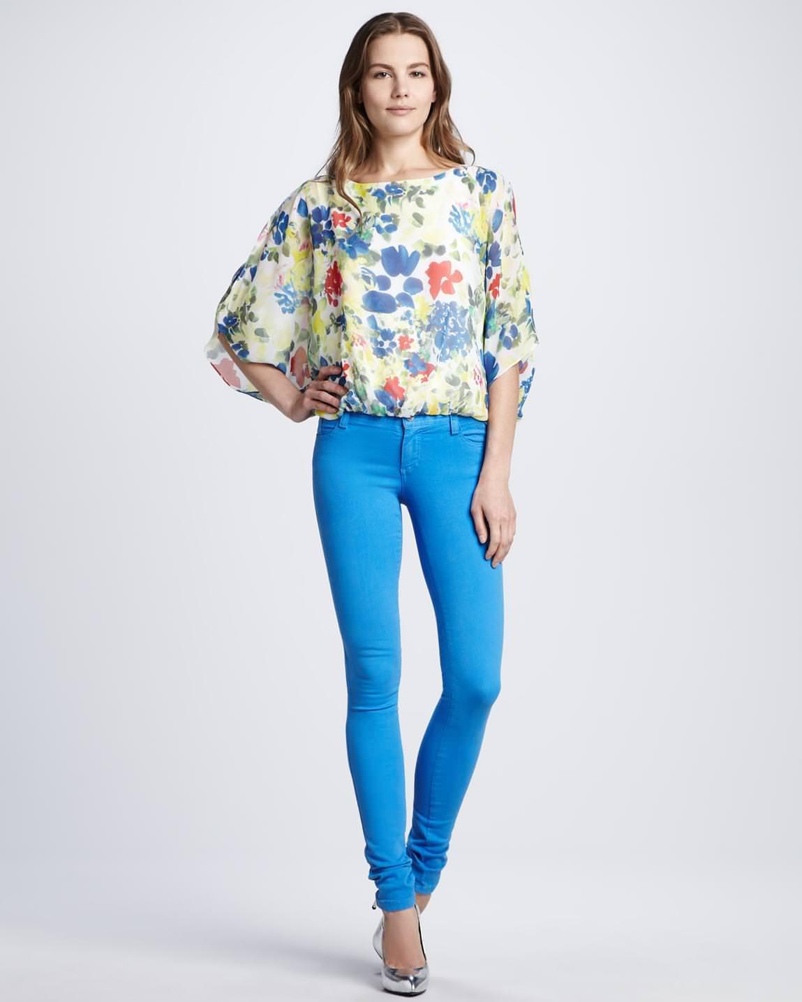 primary-petal-alice-olivia-velma-floral-print-top-five-pocket-skinny-jeans-screen