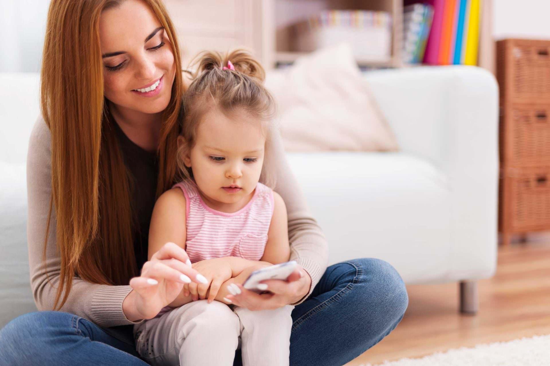 01-practice-ways-get-kids-off-phones-without-bribery-37707798-gpointstudio