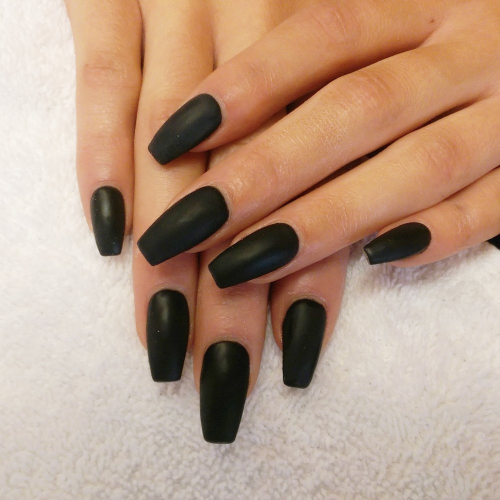 black-nails-acrylic-1
